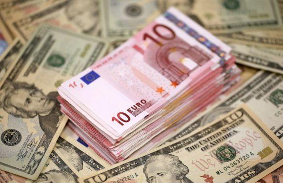 Euro falls to 3-week low versus Sterling